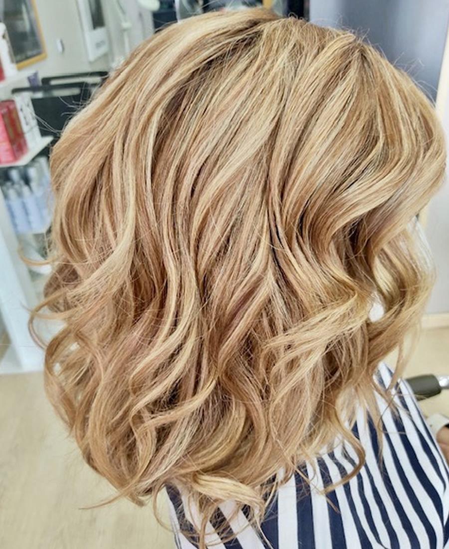 coloracion cabello tono rubio claro