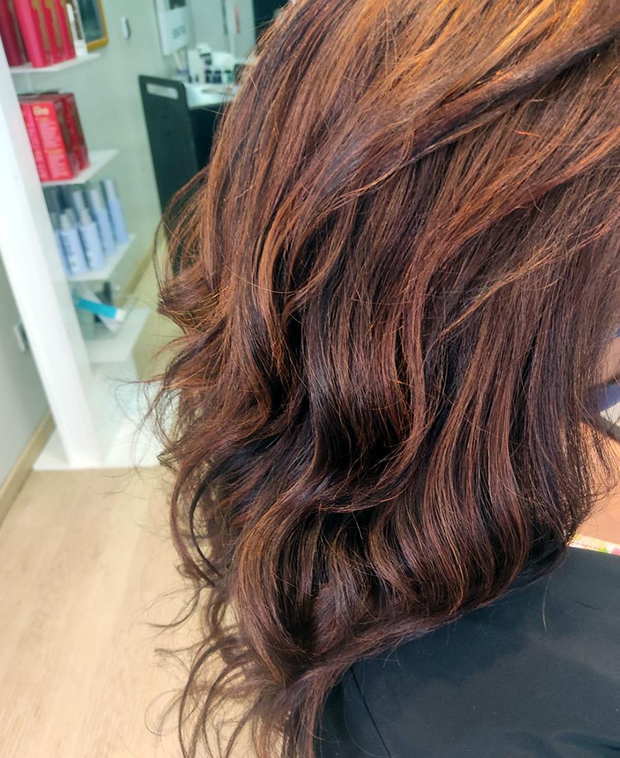 coloracion cabello con mechas claras