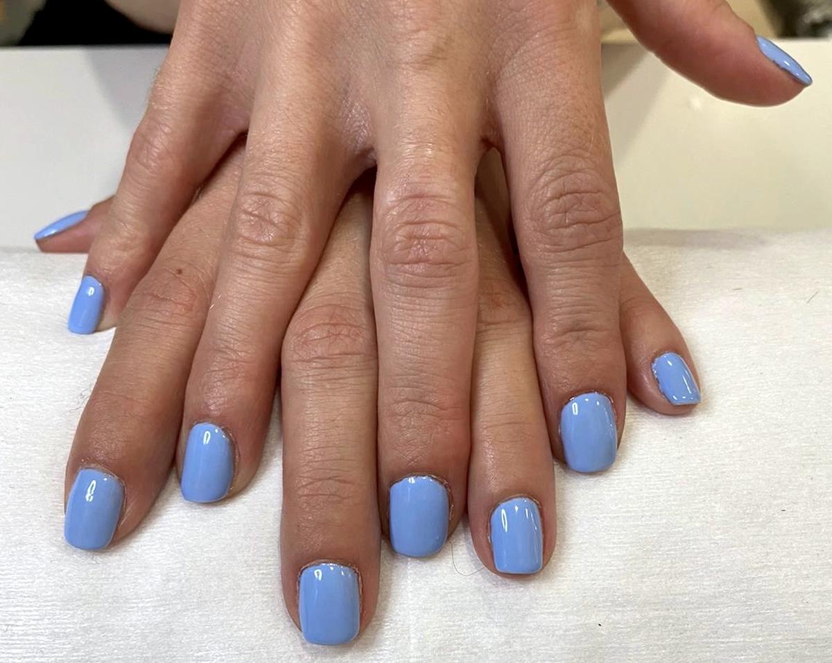 maniura uñas opi color azul turquesa
