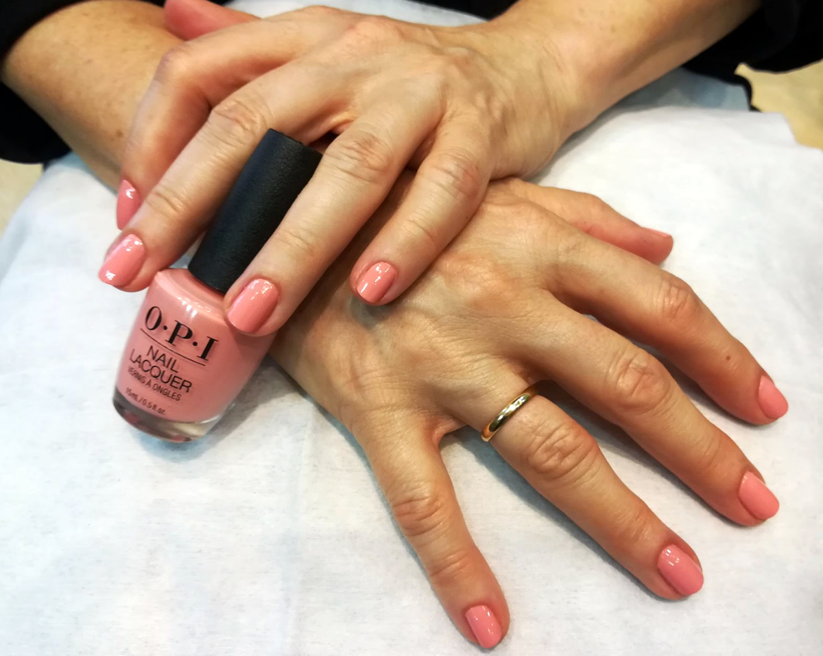 manicura uñas opi color salmon