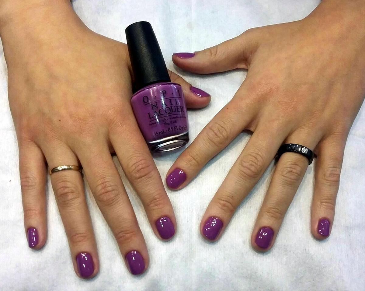 manicura uñas opi color lila