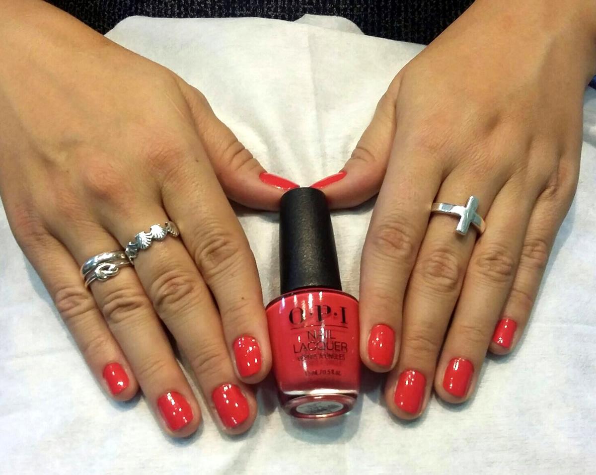 manicura uñas opi color rojo claro
