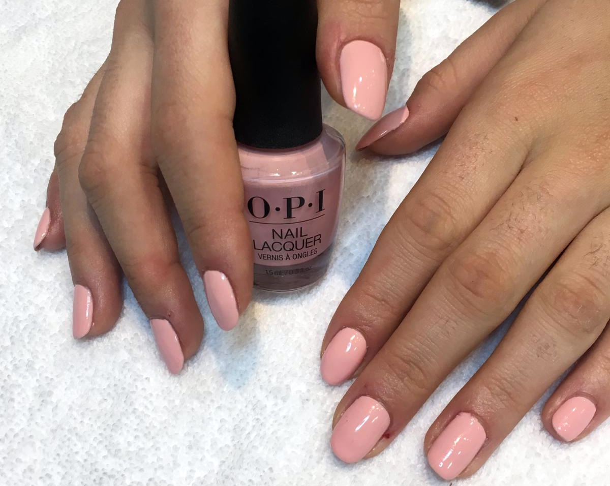 manicura uñas opi color rosa pastel
