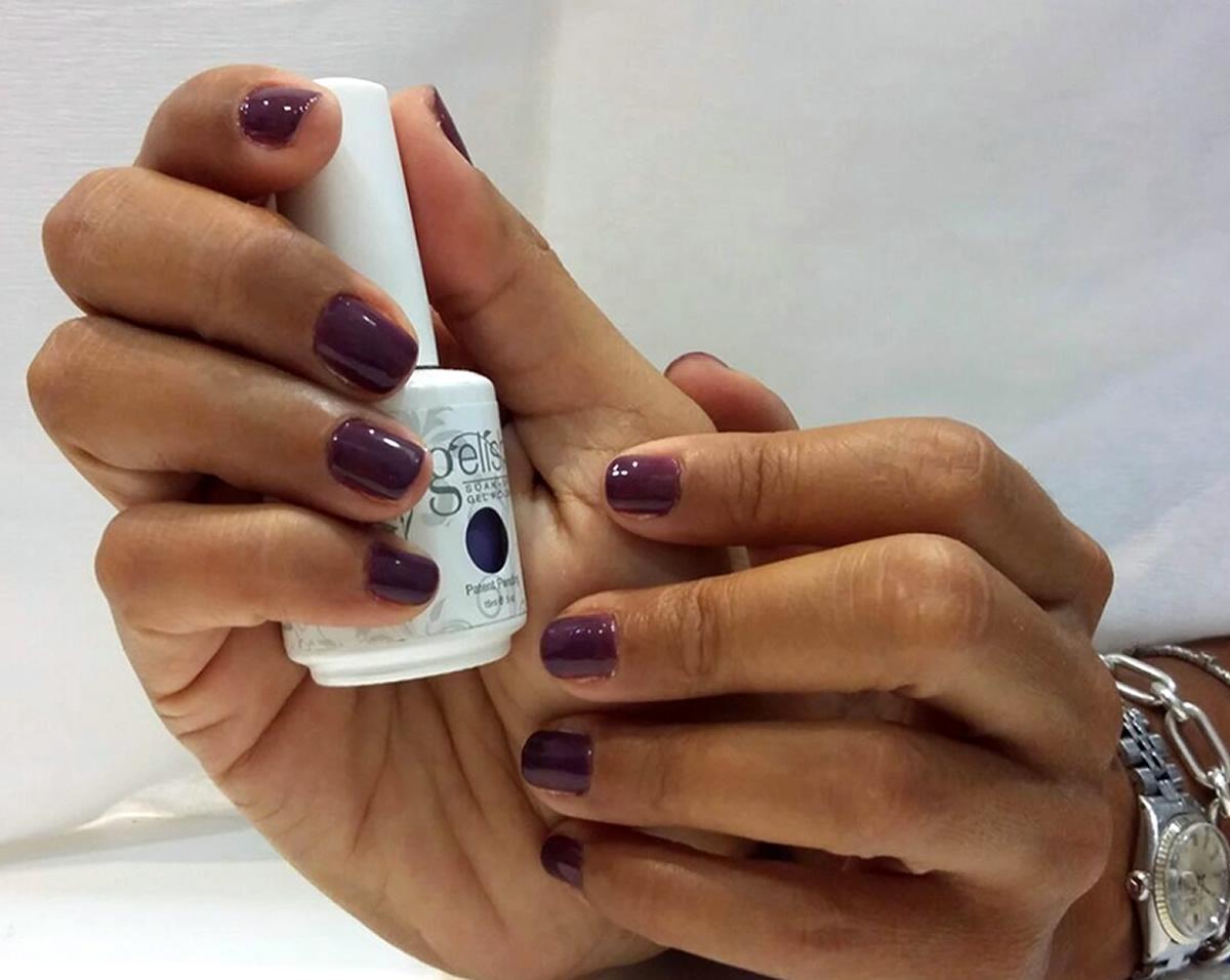 manicura uñas permanente color violeta